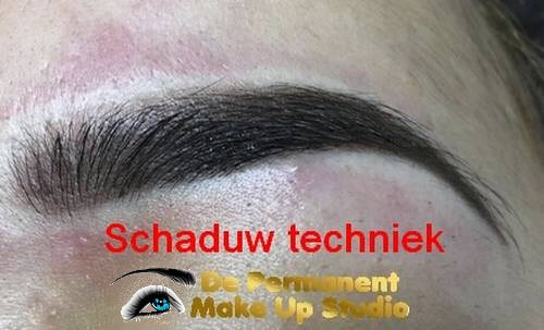 Wenkbrauw-schaduw-techniek